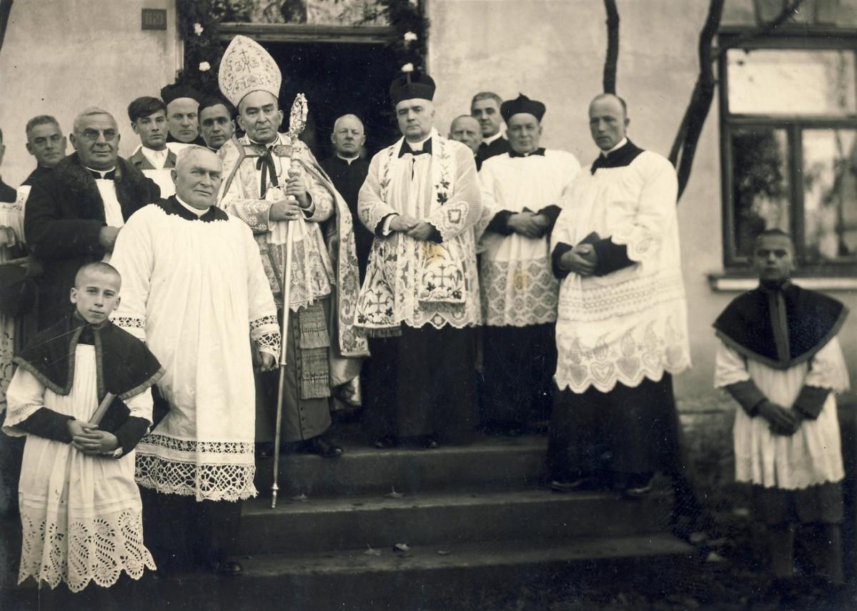 Biskup_w_Woli_Bat